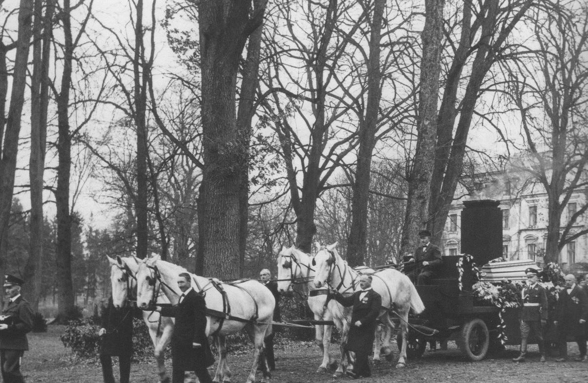 Royal Dutch Shell Nazi Secrets Part 1: The Funeral – Royal Dutch ...